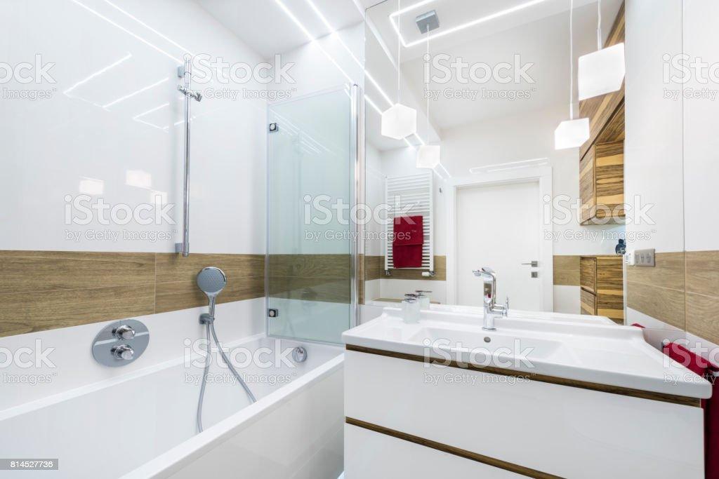 Moderne Luxusbadezimmer Stockfoto und mehr Bilder von ...