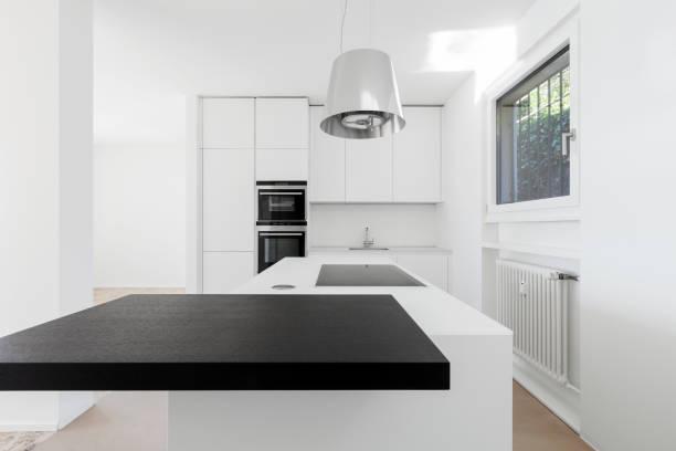 modern luxury home, kitchen - kochinsel stock-fotos und bilder