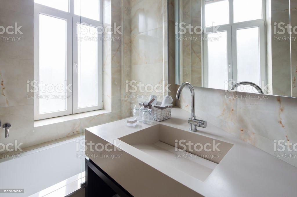 Moderne Luxus Badezimmer Interieur Stockfoto und mehr Bilder ...