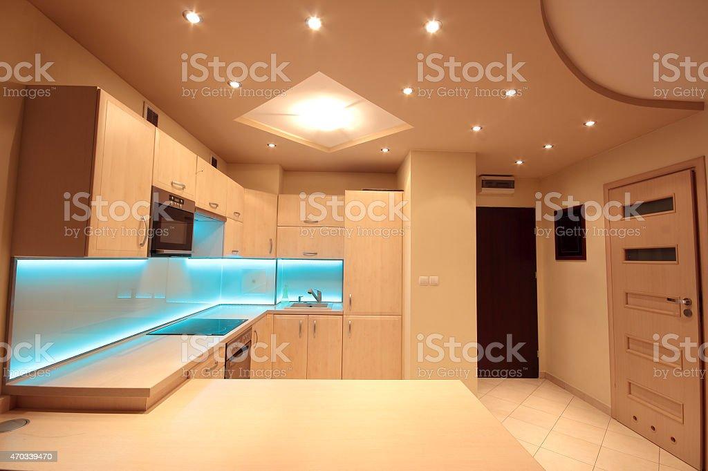 Cucina Di Lusso Moderno Con Blu Di Illuminazione A Led ...