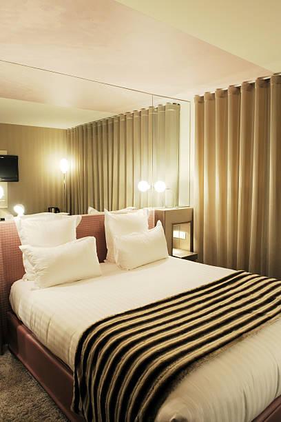 modern luxury-zimmer, innen-xl - moderner dekor für ferienhaus stock-fotos und bilder
