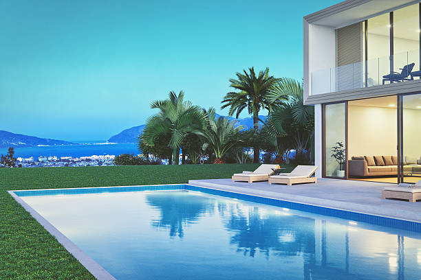 modern luxury villa with pool at dawn - modernes ferienhaus stock-fotos und bilder