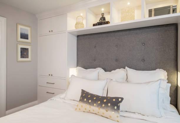 moderne schlafzimmer interior - kreativer speicher stock-fotos und bilder