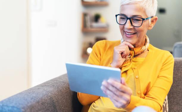 modern mature woman - senior business woman tablet imagens e fotografias de stock