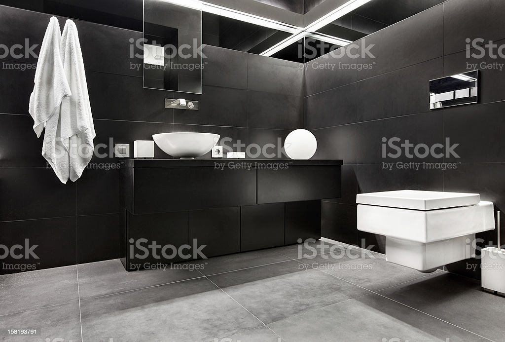 Bagno Moderno Bianco E Nero.Interno Bagno In Stile Moderno Minimalismo Nei Toni Bianco E Nero