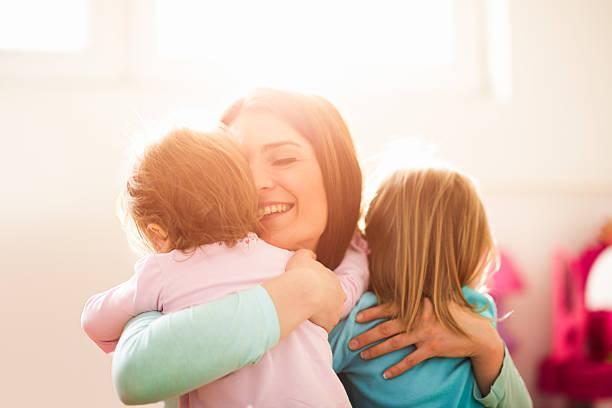 Moderne Mutter und Töchter – Foto