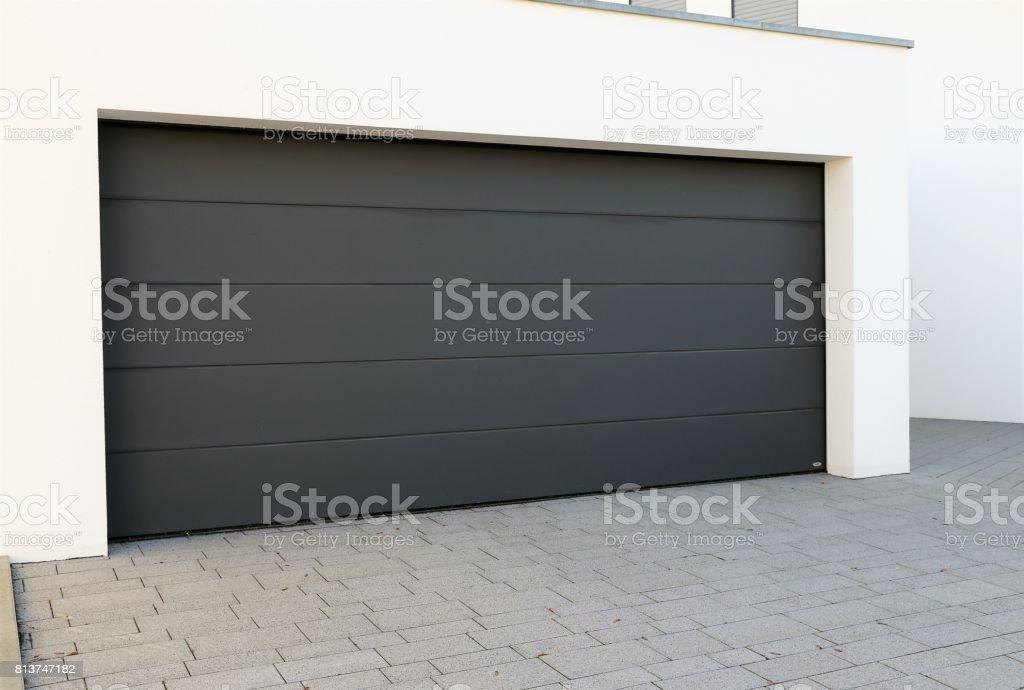 Moderne neue Garagentor – Foto