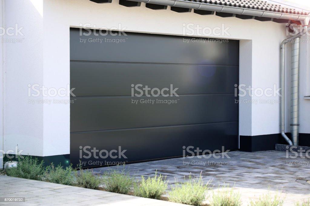 Garagentor modern weiß  Garagentor - Bilder und Stockfotos - iStock
