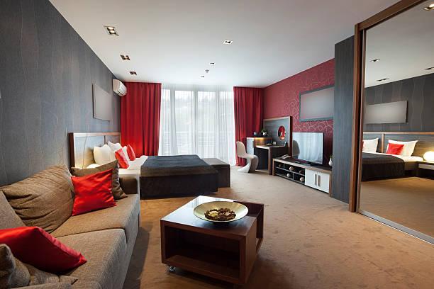 moderne keine wände apartment, innenansicht - feng shui einrichten stock-fotos und bilder