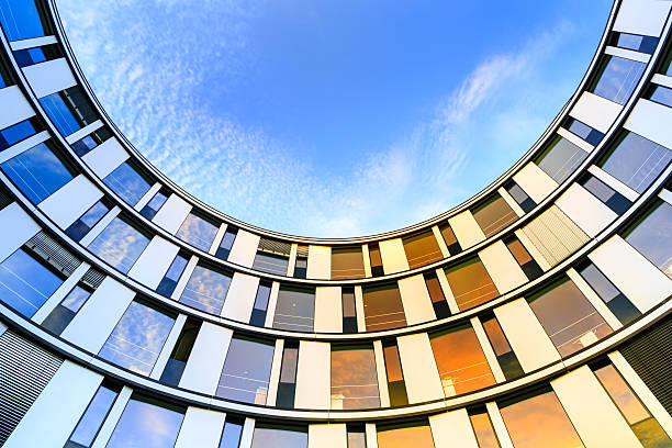 architecture de bureau moderne - demi cercle photos et images de collection