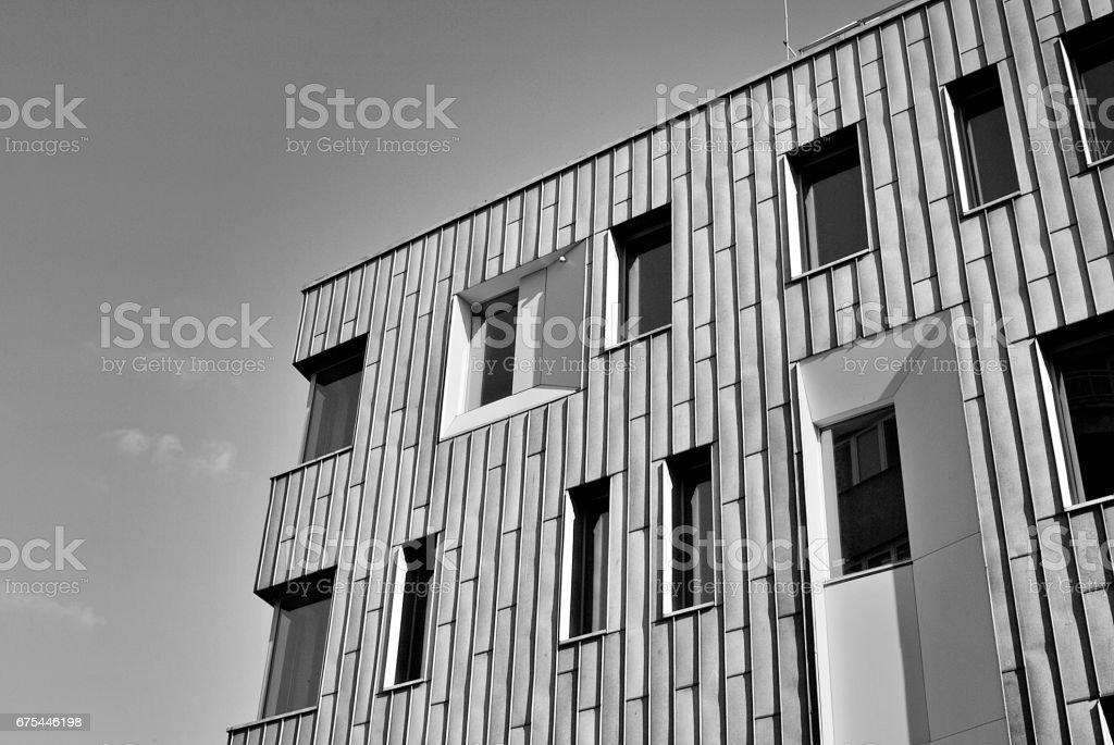Immeuble de bureaux moderne. Noir et blanc photo libre de droits