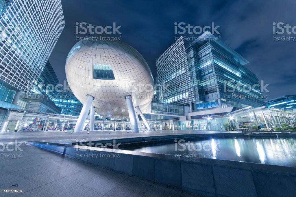 modernes Bürogebäude in Hong Kong city – Foto