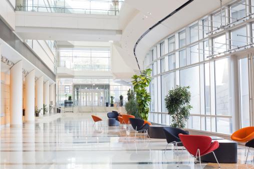 Foto de Escritório Moderno Building Lobby e mais fotos de stock de Arquitetura
