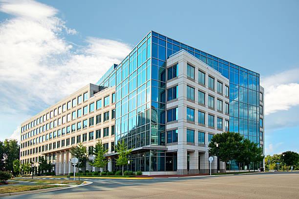 ufficio moderno edificio - edificio adibito a uffici foto e immagini stock