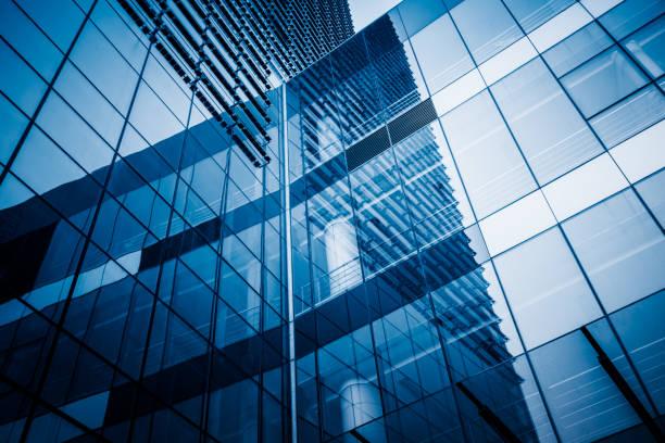 edifício de escritórios modernos  - arranha céu - fotografias e filmes do acervo