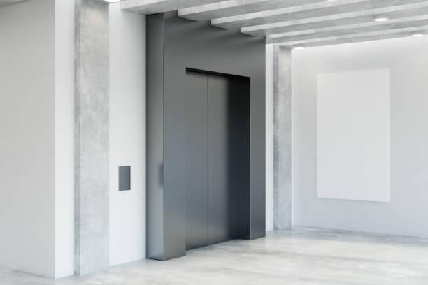 Moderne Büroeinrichtung mit Aufzug – Foto