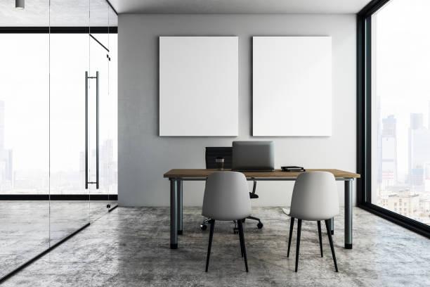 Moderne Büroeinrichtung mit poster – Foto