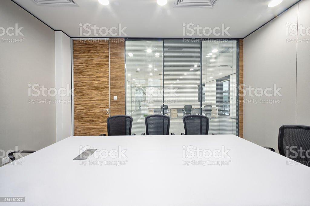 Moderne bureau intérieur de la salle de réunion u photos et plus d