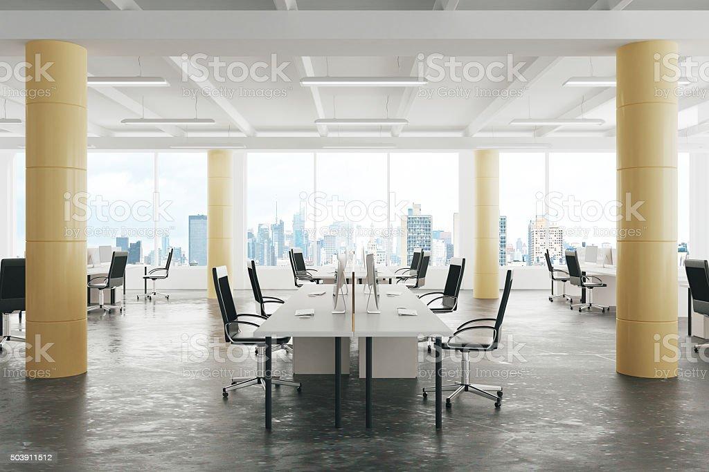 Ufficio Stile Moderno : Ufficio moderno spazio aperto stile loft con pavimento di cemento