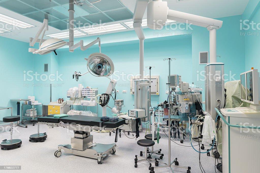 Moderna sala operatoria interno completamente attrezzate pronte per