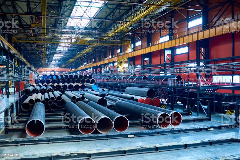 Moderne Rohr-Roll-Anlage mit Stahlrohren – Foto