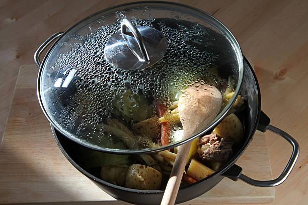 Moderne pot mit klassisch französisch-kanadische Gericht