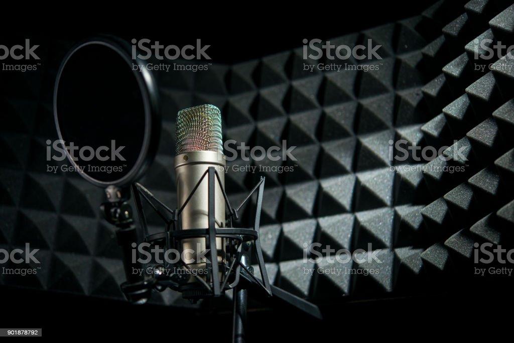 Moderne professionelle Mikrofon im Tonstudio – Foto