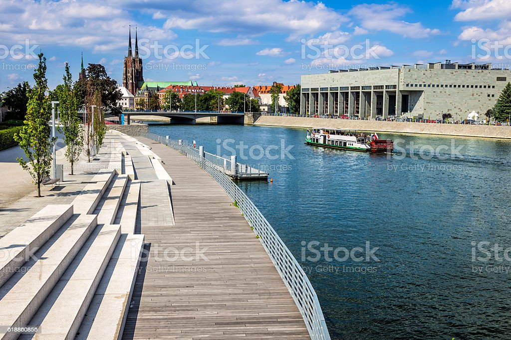 Modern quayside on the river Oder, Wroclaw, Poland – Foto