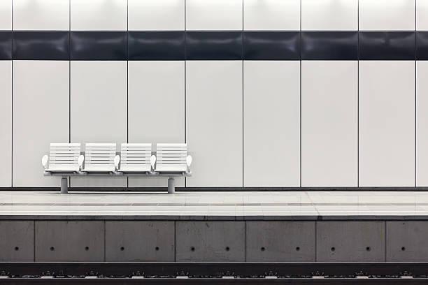 moderna plataforma da estação de trem - banco assento - fotografias e filmes do acervo