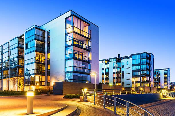 immobiliare moderno - edificio adibito a uffici foto e immagini stock