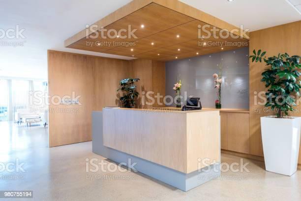 Modern reception area in office picture id980755194?b=1&k=6&m=980755194&s=612x612&h=kxclc8bsk59qlpnszgyjn24uyu7beyj2b6rvoc4hk4u=