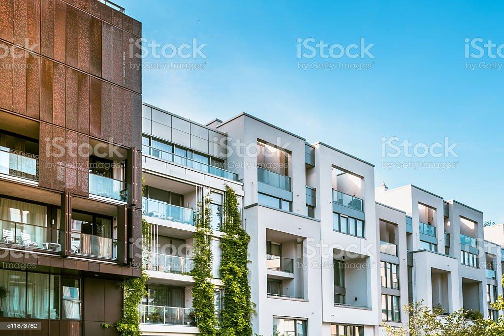 Moderne Wohnung Häuser in Berlin unter blauen Himmel - Lizenzfrei Arbeitsstätten Stock-Foto