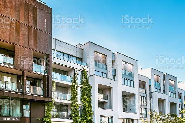 Moderne Wohnung Häuser In Berlin Unter Blauen Himmel Stockfoto und mehr Bilder von Arbeitsstätten