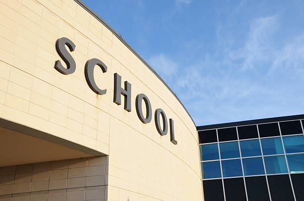 moderne schule schild mit textfreiraum - grundschule stock-fotos und bilder