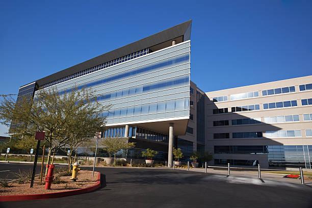 modern scottsdale medical business building - arizona highway signs stockfoto's en -beelden