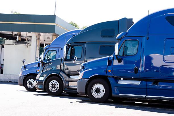 modern semi trucks profiles on truck stop - aufgemotzte trucks stock-fotos und bilder