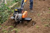 Machine that shovel the earth