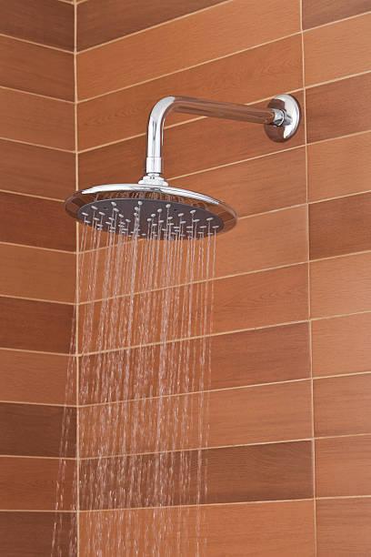 Cabezal de ducha moderno - foto de stock