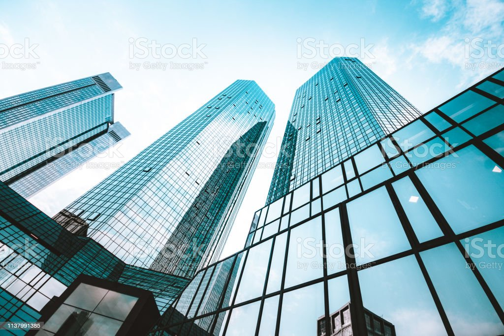 비즈니스 지구의 현대적인 고층 빌딩 - 로열티 프리 강철 스톡 사진