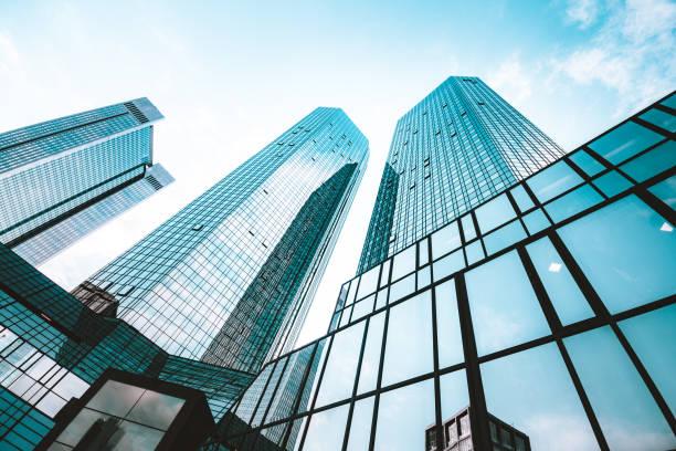 arranha-céus modernos no distrito empresarial - arranha céu - fotografias e filmes do acervo