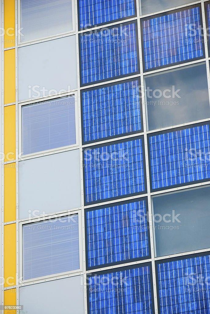Moderne Cellule solaire sur un plan rapproché de la façade photo libre de droits
