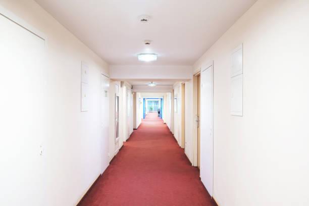 moderne struktur-korridor in hotel. - eingangshalle wohngebäude innenansicht stock-fotos und bilder