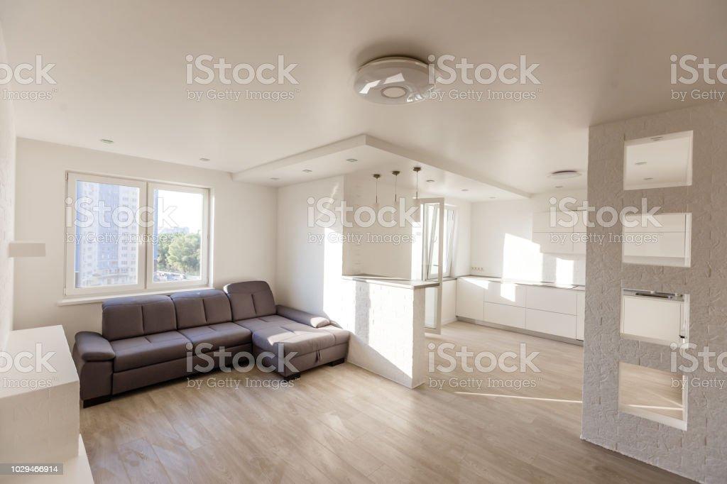 Salon Comedor Grande.Moderno Y Elegante Salon Comedor Con Sofa Gris Grande Foto