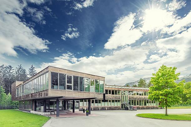 Moderne nachhaltigen und umweltfreundlichen timber office building – Foto