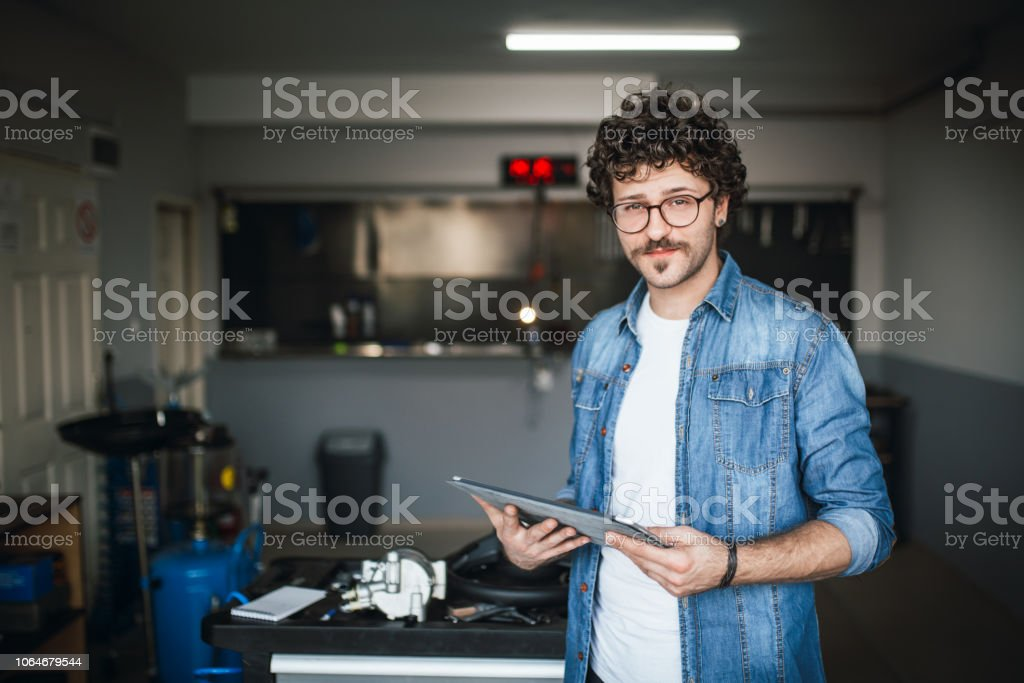 Moderne Technik in der Autowerkstatt – Foto