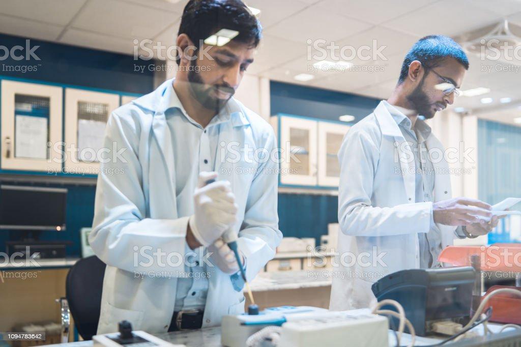 Laboratorio moderno. - foto de stock