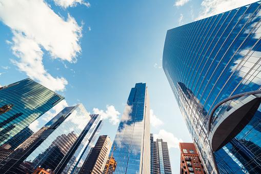 Chicago Abd De Güneşli Bir Gün Bulut Ile Finans Bölgesinde Modern Kule Binalar Veya Gökdelenler İnşaat Endüstrisi Iş Kuruluşu Organizasyonu Veya Iletişim Teknolojisi Konsepti Stok Fotoğraflar & ABD'nin Daha Fazla Resimleri