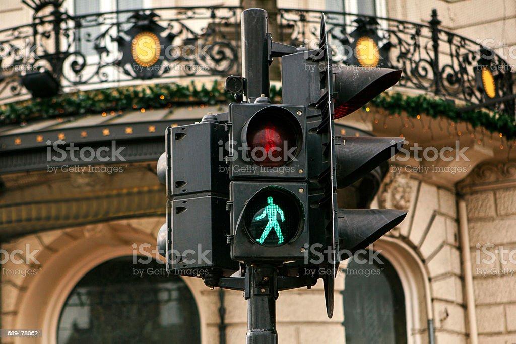 Licht Tour Amsterdam : Moderne ampel in amsterdam das grüne licht leuchtet es ist erlaubt
