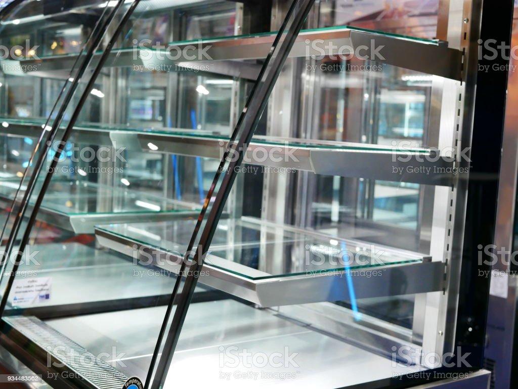 modern transparent Kühlschrank für Lebensmittelindustrie – Foto