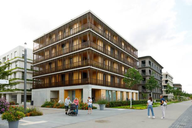 Ein moderner urbaner Raum verbindet technische Innovation und Landschaftsinfrastruktur während der BUGA Heilbronn Bundesgartenschau 2019. – Foto